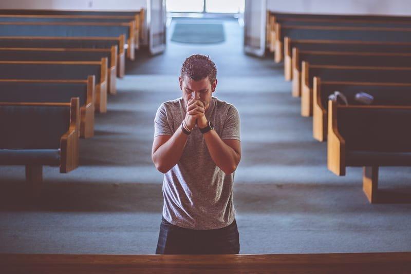 Igrejas podem funcionar
