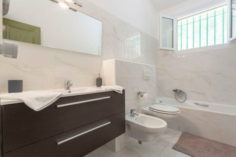 Ensuite bathroom 3