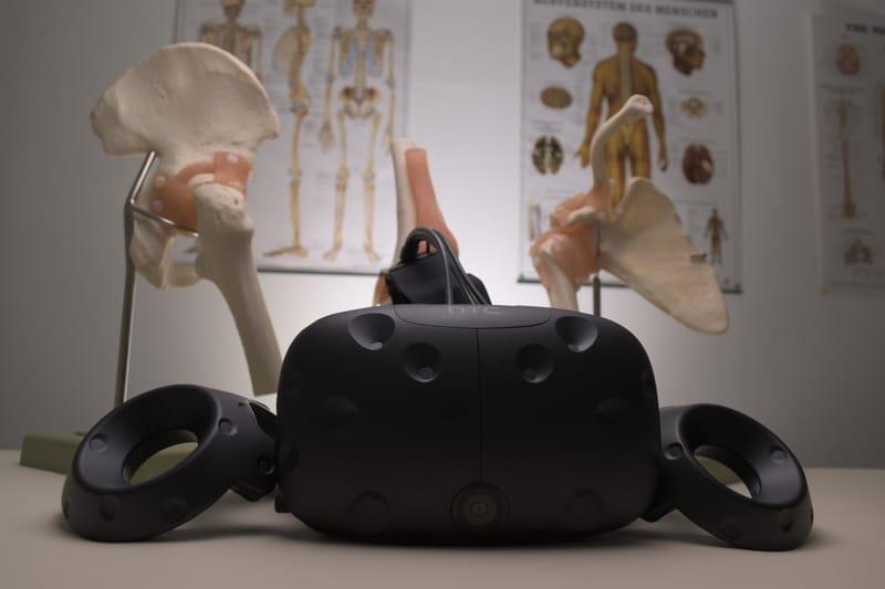 מרחב / עמדת מציאות מדומה VRoom