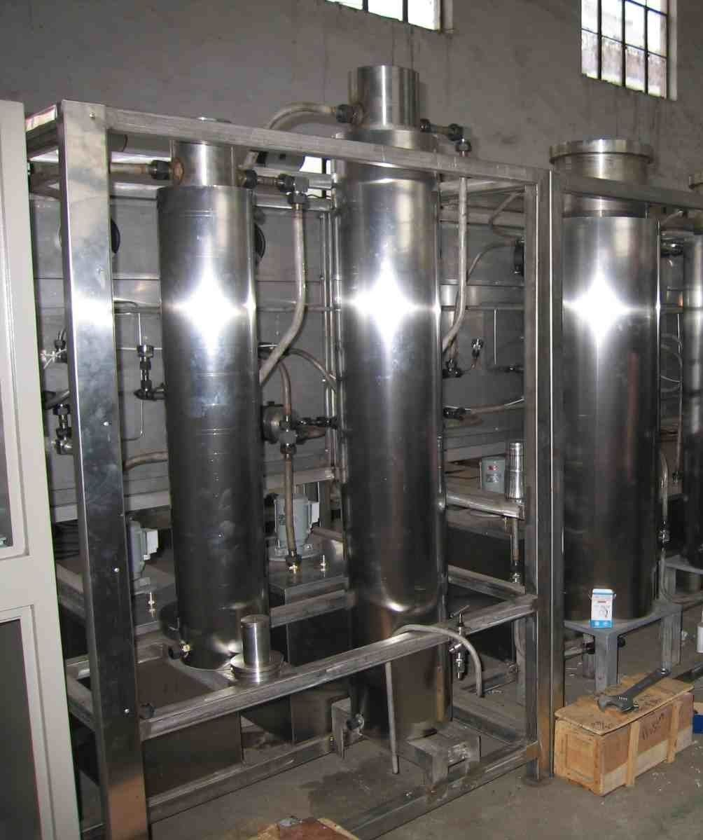 Supercritical CO2 separators and extractors
