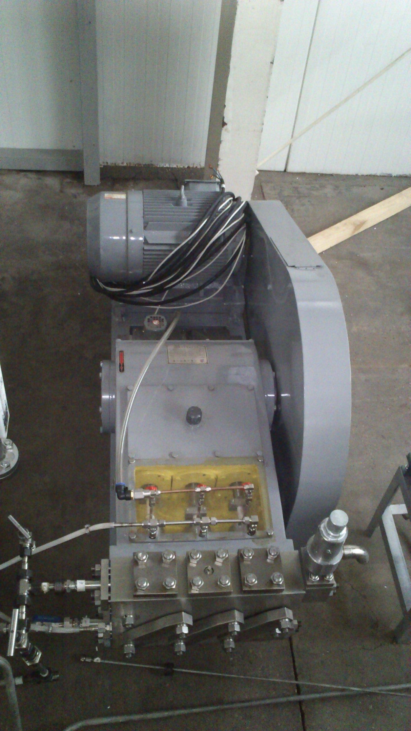 High pressure CO2 pump