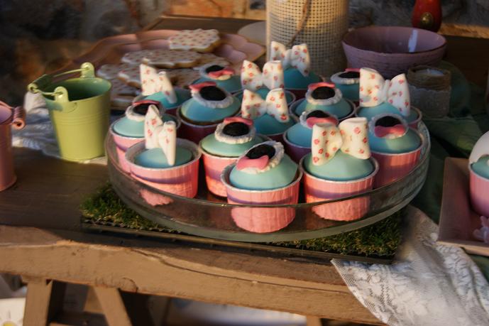 μπουφέ βάπτισης cup cakes christina vintage ζαχαροπλαστείο καλαμάτας madame charlotte, birthday baptism cup cakes kalamata