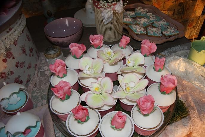 μπουφέ βάπτισης christina vintage ζαχαροπλαστείο καλαμάτα madame charlotte, birthday cup cakes kalamata
