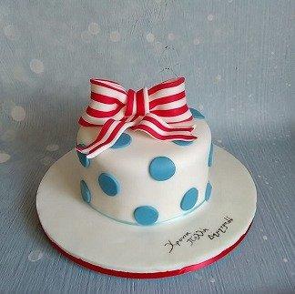 τούρτα απο ζαχαρόπαστα πουά με φιόγκο Ζαχαροπλαστείο καλαμάτα madamecharlotte.gr, birthday cakes 2d 3d confectionery patisserie kalamata