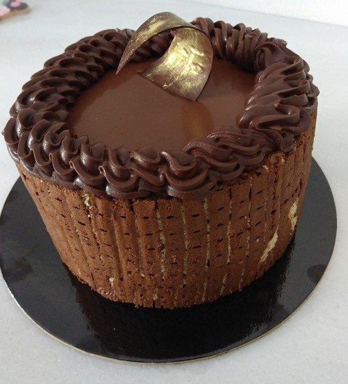 τούρτα σαρλότ με μαύρη σοκολάτα, Ζαχαροπλαστείο καλαμάτα madamecharlotte.gr, σοκολατάκια πάστες γλυκά τούρτες γεννεθλίων γάμου βάπτισης παιδικές θεματικές birthday theme party cake 2d 3d confectionery patisserie kalamata