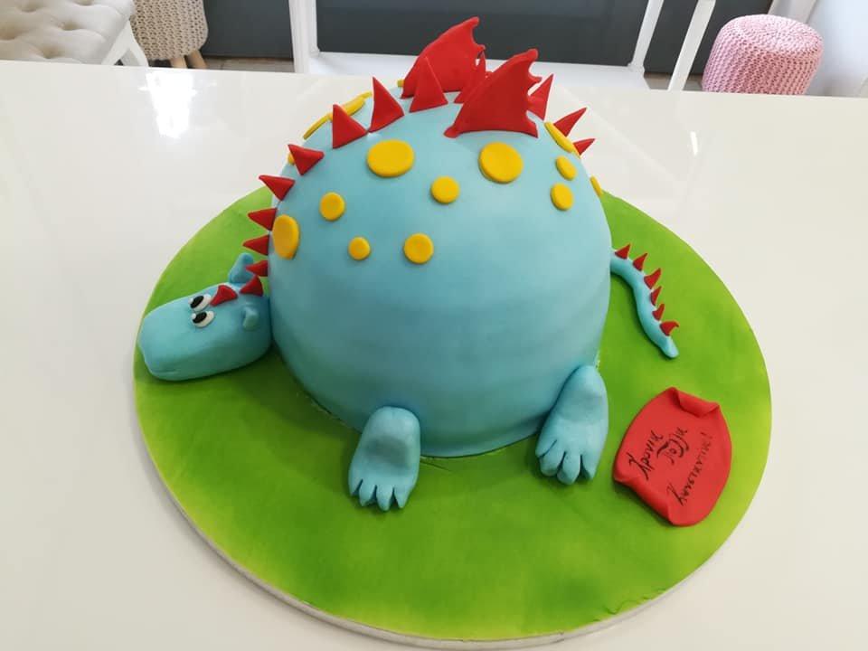 τούρτα από ζαχαρόπαστα dragon, Ζαχαροπλαστείο καλαμάτα madame charlotte, τούρτες γεννεθλίων γάμου βάπτησης παιδικές θεματικές birthday theme party cake 2d 3d confectionery patisserie kalamata