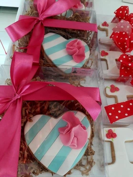 μπισκότα ζαχαρόπαστας καρδιά, Ζαχαροπλαστείο καλαμάτα madame charlotte, σοκολατάκια πάστες γλυκά τούρτες γεννεθλίων γάμου βάπτισης παιδικές θεματικές birthday theme party cake 2d 3d confectionery patisserie kalamata