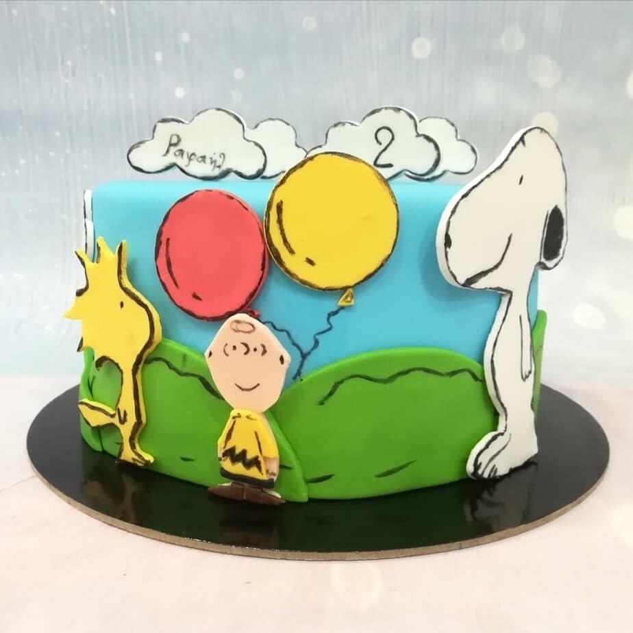 τούρτα από ζαχαρόπαστα snoopy, Ζαχαροπλαστειο καλαματα madame charlotte, τουρτες παιδικες γενεθλιων madamecharlotte.gr birthday cakes kalamata