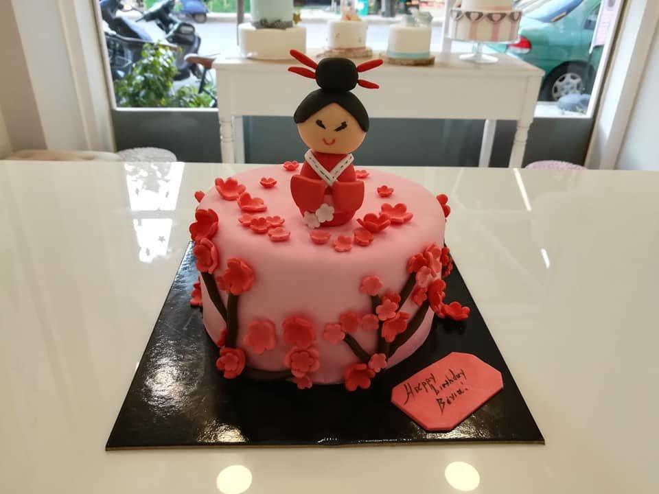 τούρτα από ζαχαρόπαστα geisha, Ζαχαροπλαστείο καλαμάτα madame charlotte, τουρτες παρτι παιδικες γενεθλιων madamecharlotte.gr birthday cakes kalamata