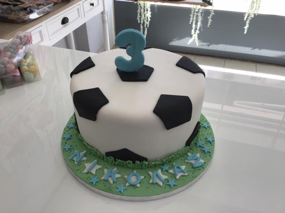 τούρτα από ζαχαρόπαστα ποδόσφαιρο, Ζαχαροπλαστείο καλαμάτα madame charlotte, τουρτες παρτι παιδικες γενεθλιων madamecharlotte.gr birthday cakes patisserie confectionery kalamata