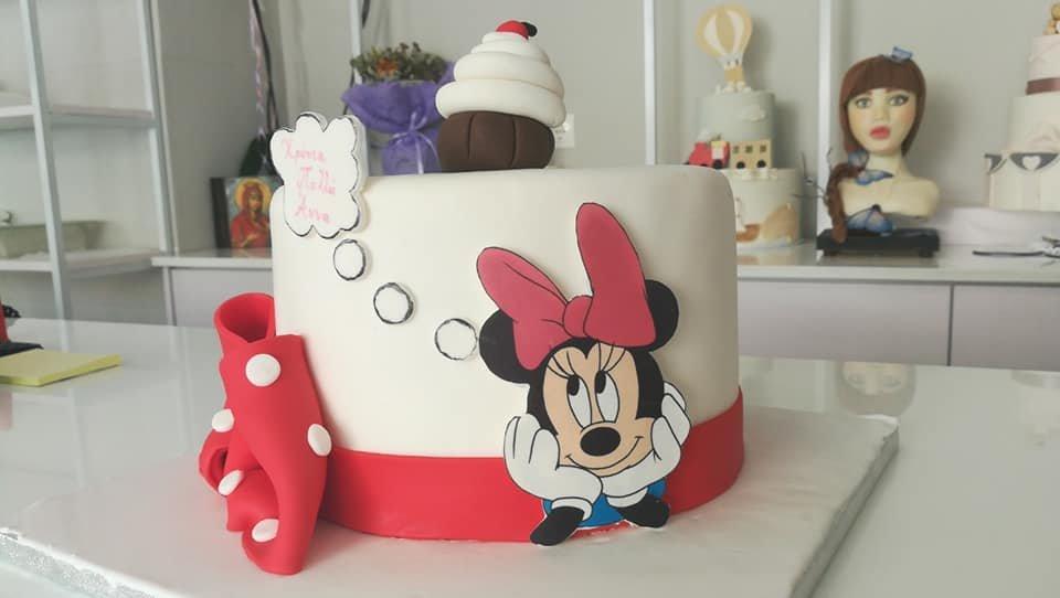 τούρτα από ζαχαρόπαστα minnie and cupcake, Ζαχαροπλαστείο καλαμάτα madame charlotte, τουρτες παρτι παιδικες γενεθλιων madamecharlotte.gr birthday cakes patisserie confectionery kalamata