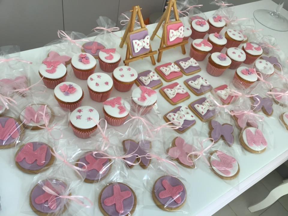 μπουφέ βάπτισης με κουλουράκια και cup cakes από ζαχαρόπαστα, Ζαχαροπλαστειο καλαματα madame charlotte, birthday baptism theme cakes and cookies kalamata, madamecharlotte.gr, τούρτες γεννεθλίων γάμου βάπτισης παιδικές θεματικές