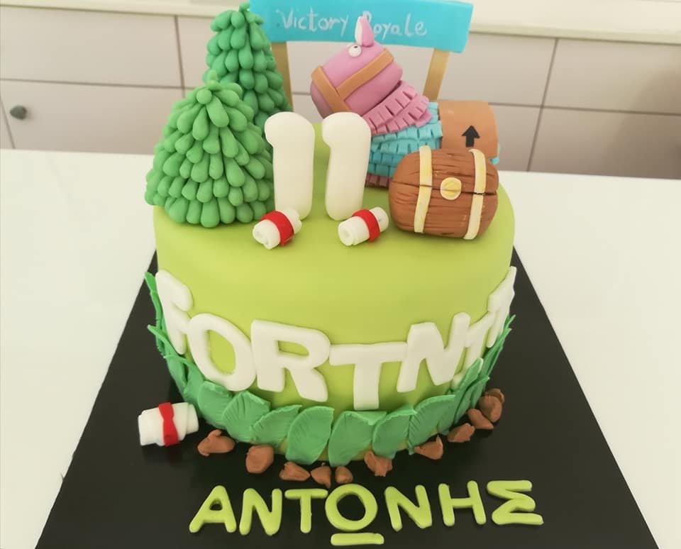τούρτα από ζαχαρόπαστα fortnite victory royale, Ζαχαροπλαστείο καλαμάτα madame charlotte, τουρτες παρτι παιδικες γενεθλιων για αγόρια για κορίτσια για μεγάλους madamecharlotte.gr birthday cakes patisserie confectionery kalamata