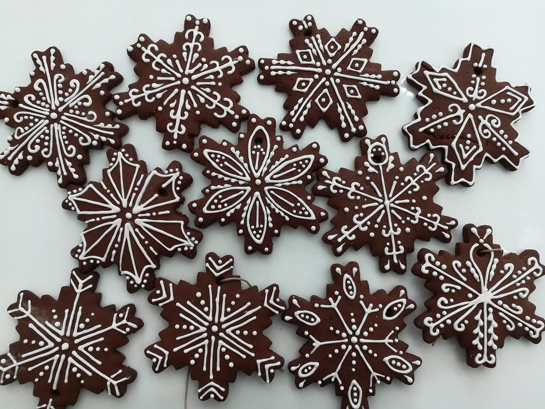χριστουγεννιάτικα μπισκότα νυφάδα, Ζαχαροπλαστείο κοντά μου στη καλαμάτα madame charlotte, σοκολατάκια πάστες γλυκά τούρτες γεννεθλίων γάμου βάπτισης παιδικές θεματικές birthday theme party cake 2d 3d confectionery patisserie kalamata