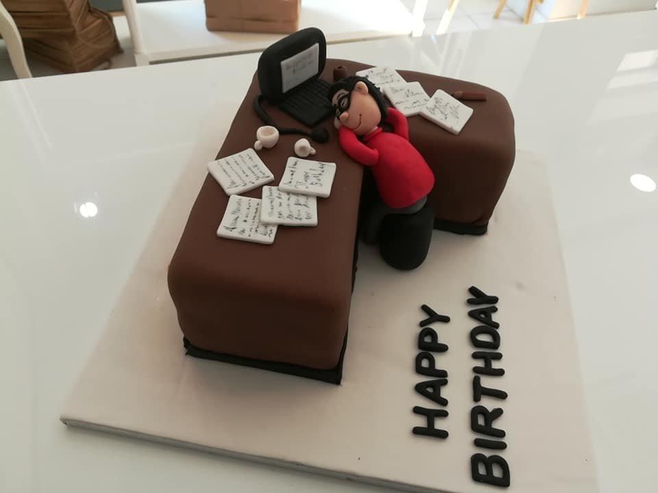 τούρτα από ζαχαρόπαστα δουλειά στο γραφείο office working job, Ζαχαροπλαστεία στη καλαμάτα madame charlotte, τούρτες γεννεθλίων γάμου βάπτησης παιδικές θεματικές birthday theme party cake 2d 3d confectionery patisserie kalamata