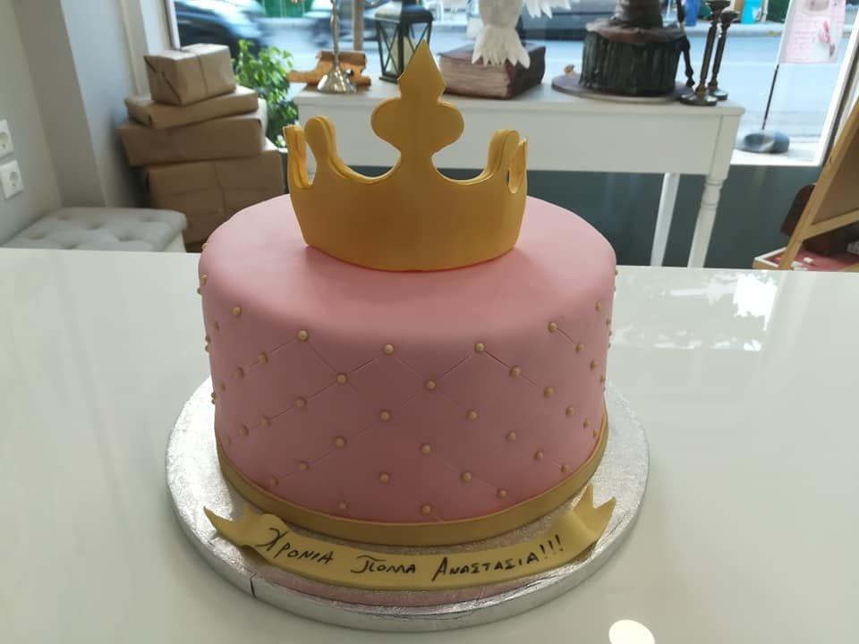 τούρτα από ζαχαρόπαστα στέμμα crown, Ζαχαροπλαστείο καλαμάτα madame charlotte, τουρτες παρτι παιδικες γενεθλιων για αγόρια για κορίτσια για μεγάλους madamecharlotte.gr birthday cakes patisserie confectionery kalamata