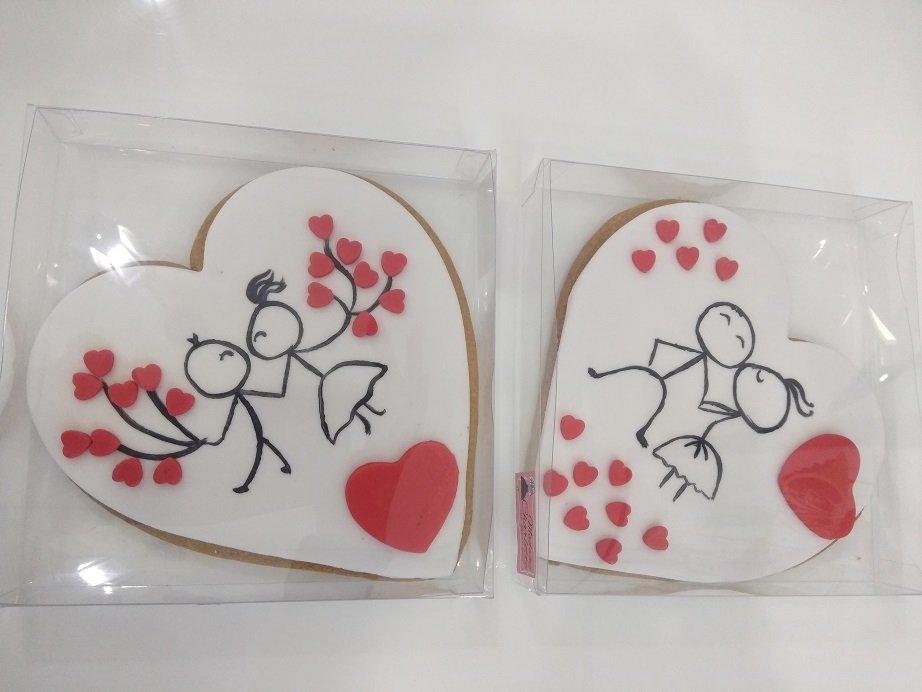 μπισκότα ζαχαρόπαστας καρδια με χειροποίητη ζωγραφιά 2020 valentines day gift, ημερα ερωτευμένων χειροποίητο γλυκό δώρο ημέρας Αγίου Βελαντίνου, Ζαχαροπλαστεία κοντά μου στη καλαμάτα madame charlotte, σοκολατάκια πάστες γλυκά τούρτες γεννεθλίων γάμου βάπτισης παιδικές θεματικές birthday theme party cake 2d 3d confectionery patisserie kalamata
