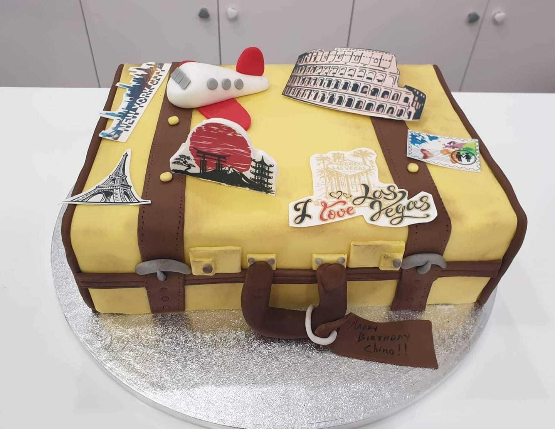 τούρτα από ζαχαρόπαστα  travel suitcase βαλίτσα ταξιδίου, Ζαχαροπλαστεία στη καλαμάτα madame charlotte, τούρτες γεννεθλίων γάμου βάπτησης παιδικές θεματικές birthday theme party cake 2d 3d confectionery patisserie kalamata