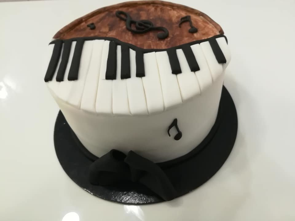 τούρτα από ζαχαρόπαστα πιάνο piano, Ζαχαροπλαστεία στη καλαμάτα madame charlotte, τούρτες γεννεθλίων γάμου βάπτησης παιδικές θεματικές birthday theme party cake 2d 3d confectionery patisserie kalamata