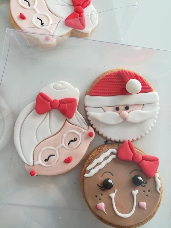 χριστουγεννιάτικα μπισκότα με ζαχαρόπαστα αγιος βασίλης ελάφι τάρανδος roudolf, Ζαχαροπλαστείο κοντά μου στη καλαμάτα madame charlotte, σοκολατάκια πάστες γλυκά τούρτες γεννεθλίων γάμου βάπτισης παιδικές θεματικές birthday theme party cake 2d 3d confectionery patisserie kalamata