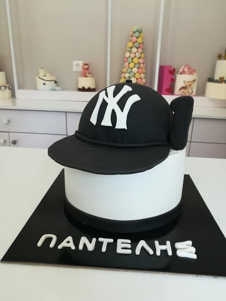 τούρτα από ζαχαρόπαστα καπέλο N Y Yankees cap themed cake, Ζαχαροπλαστείο Καλαμάτα madame charlotte, τούρτες για πάρτι παιδικές γενεθλίων για αγόρια για κορίτσια για μεγάλους madamecharlotte.gr birthday themed cakes patisserie confectionery kalamata