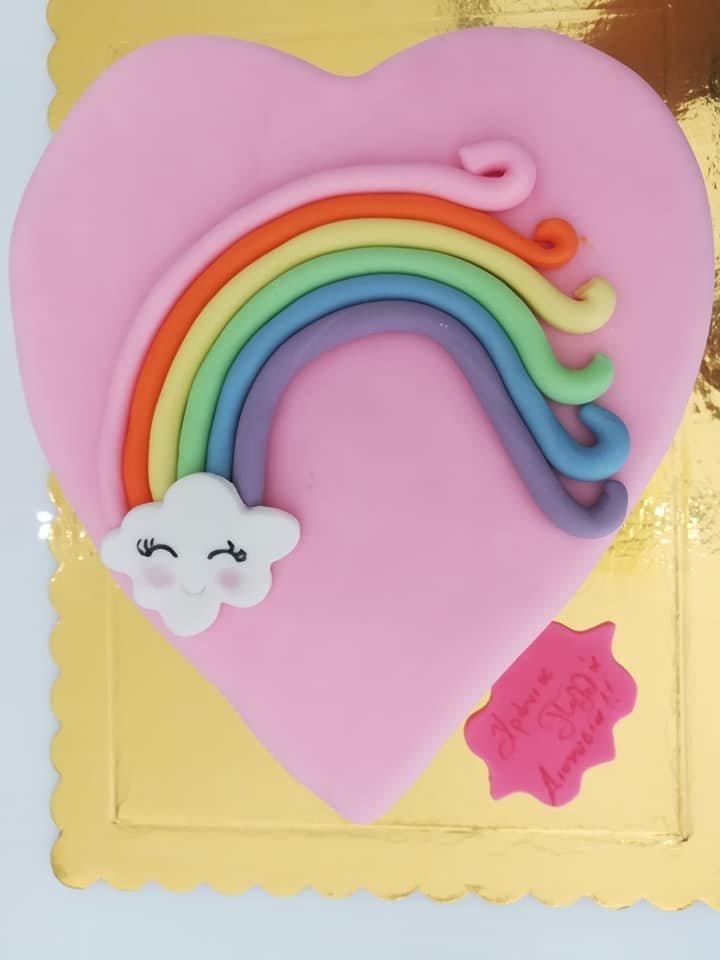 τούρτα από ζαχαρόπαστα ουράνιο τόξο καρδιά, themed cake rainbow on heart, Ζαχαροπλαστείο Καλαμάτα madame charlotte, τούρτες για πάρτι παιδικές γενεθλίων για αγόρια για κορίτσια για μεγάλους madamecharlotte.gr birthday themed cakes patisserie confectionery kalamata