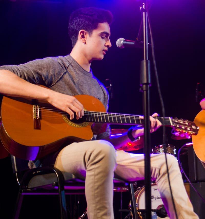 Guitarra Acústica y Eléctrica