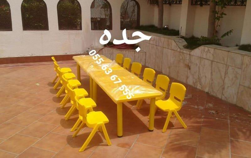 طاولات و كراسي (السعر 300 ريال)