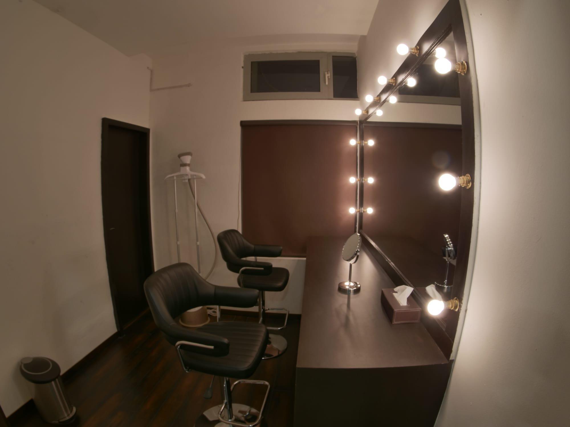 Cellar Door Studio One: Makeup Room with Steam Iron - Cellar Door