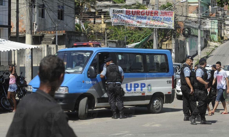 שוטרים בפעילות בפאבלה