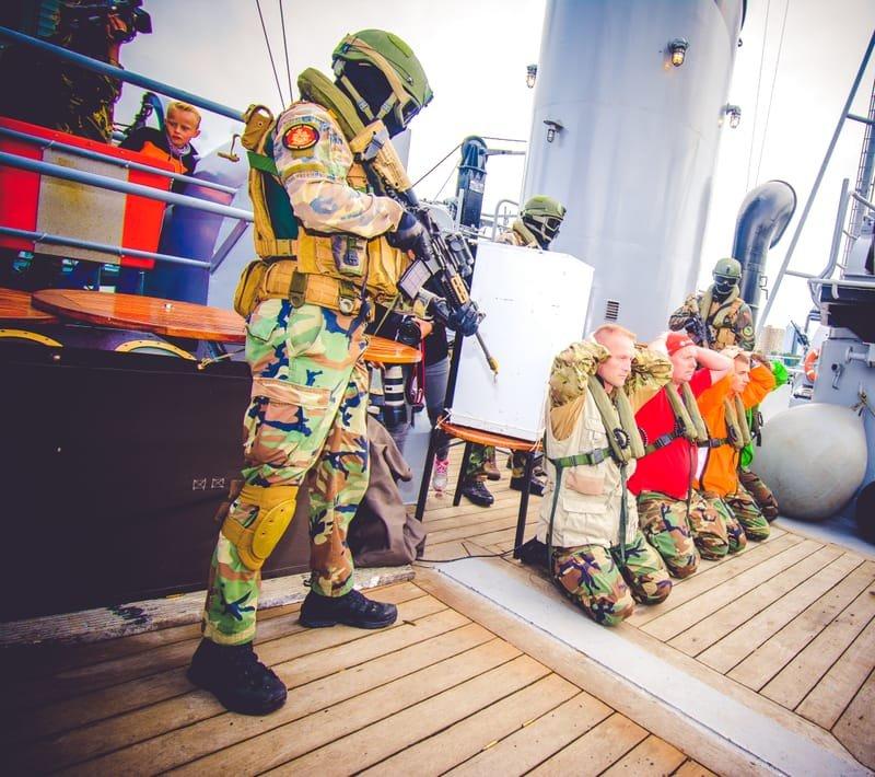 Voelbare spanning tussen piraten en marine