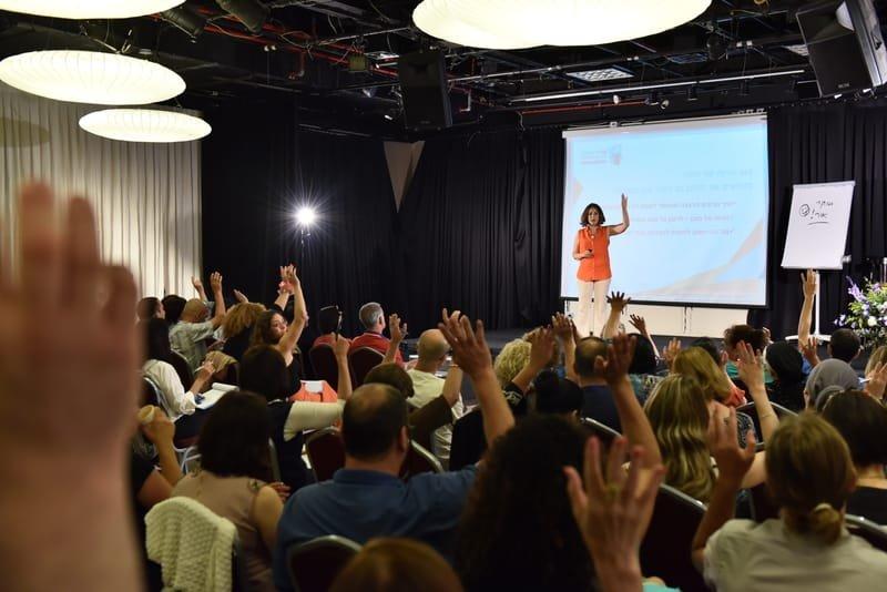 אימון להופעה בפני קהל   מכירות מול קהל