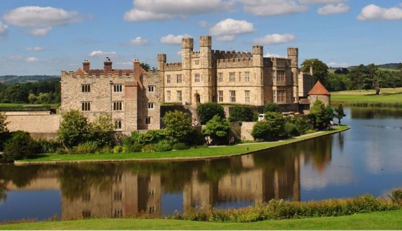 Leeds Castle, Canterbury and White Cliffs of Dover Private Car Tour
