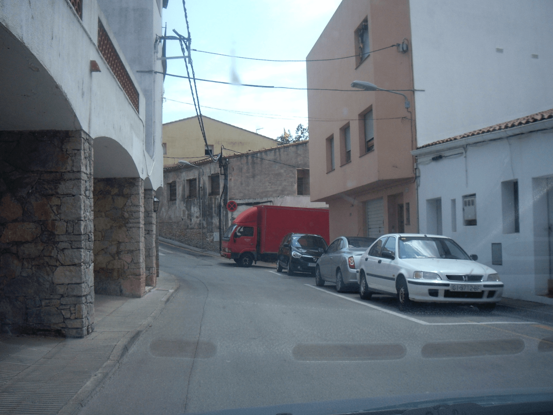 Camió descarregant al Ptge d'en Xiscu i la Remei