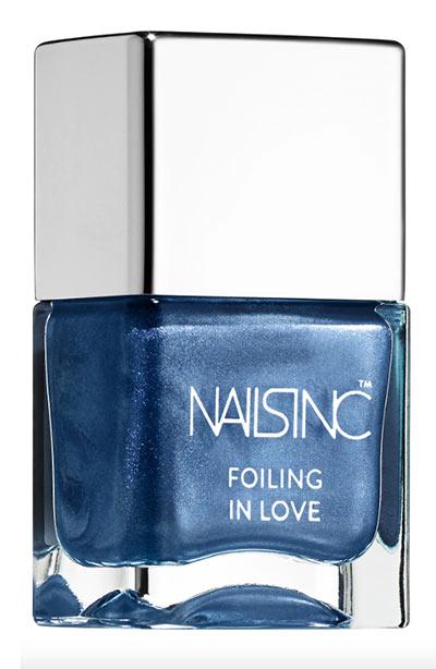 Meilleures couleurs de vernis à ongles bleus: Nails Inc. Foiling in Love Vernis à ongles bleus dans Space Cadet