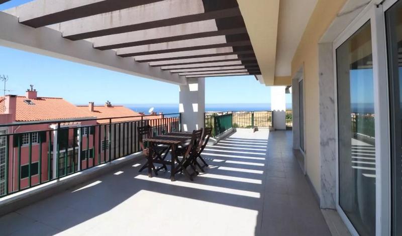 Appartement avec vue mer, situé au dernier étage.