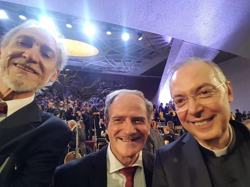 M° Mons. Frisina  con M° Gerardo Lofoco e   M° Giuseppe Capraro.