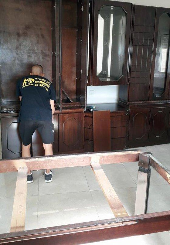 Dismantling and assembling furniture