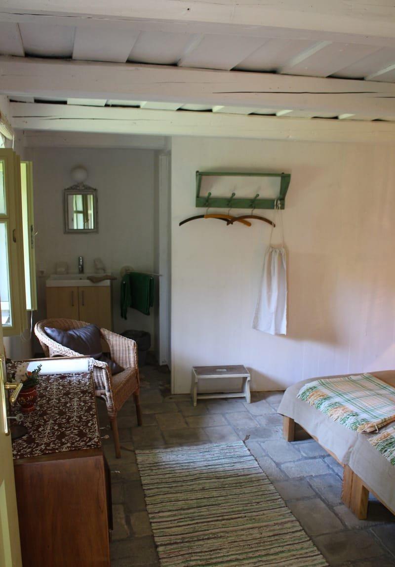 hálószoba és a leválasztott fürdö * Schlafzimmer mit abgetrenntem Badebereich * sleeping room with separeted bathing area