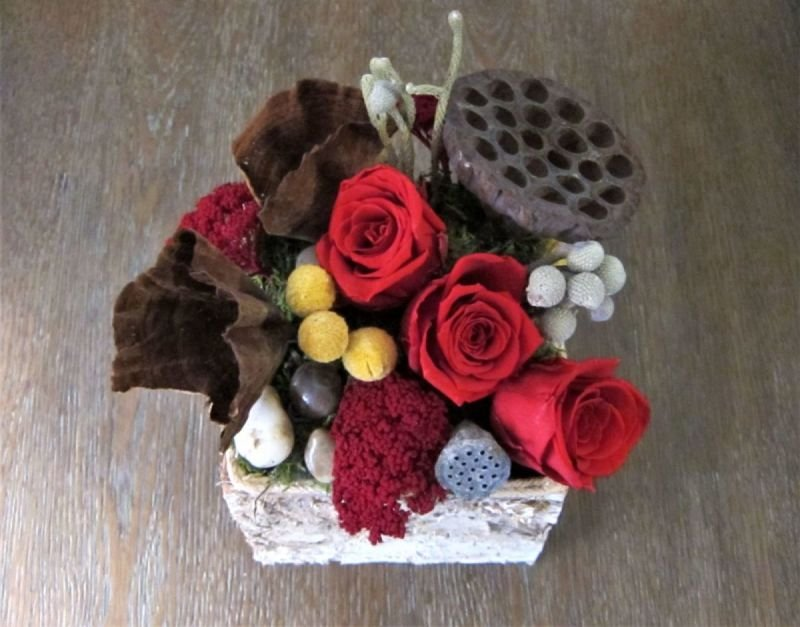 113 Natural Square Birch with Red Roses