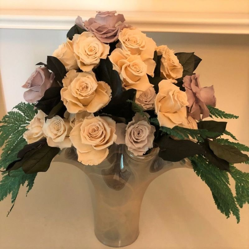 118 Murano Vase with 28 Mixed Champagne Roses