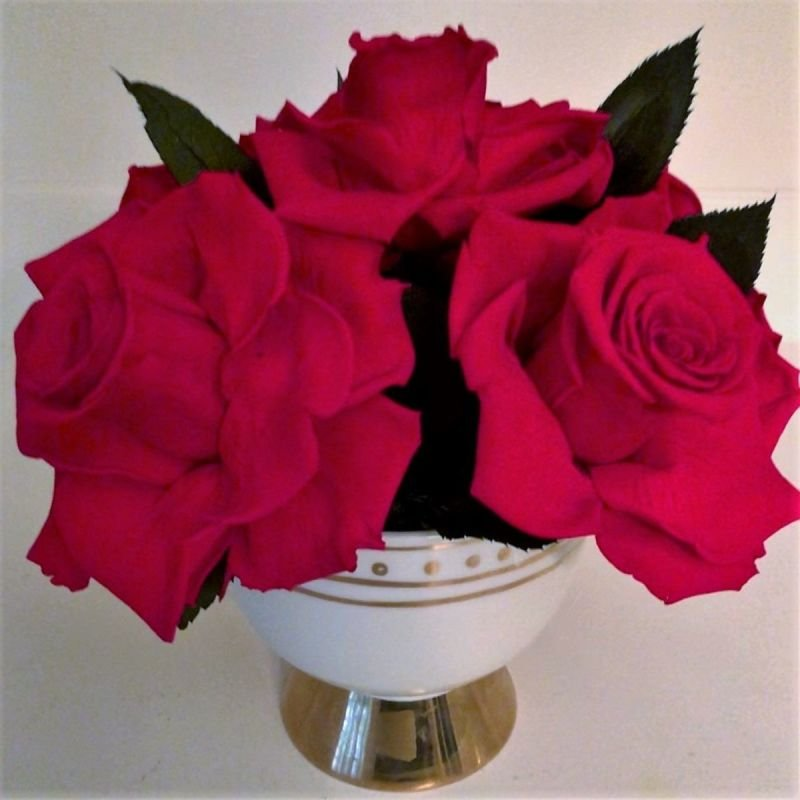 116 6 Red roses in Designer vase