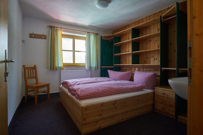 Doppelzimmer mit warm und kalt Wasser
