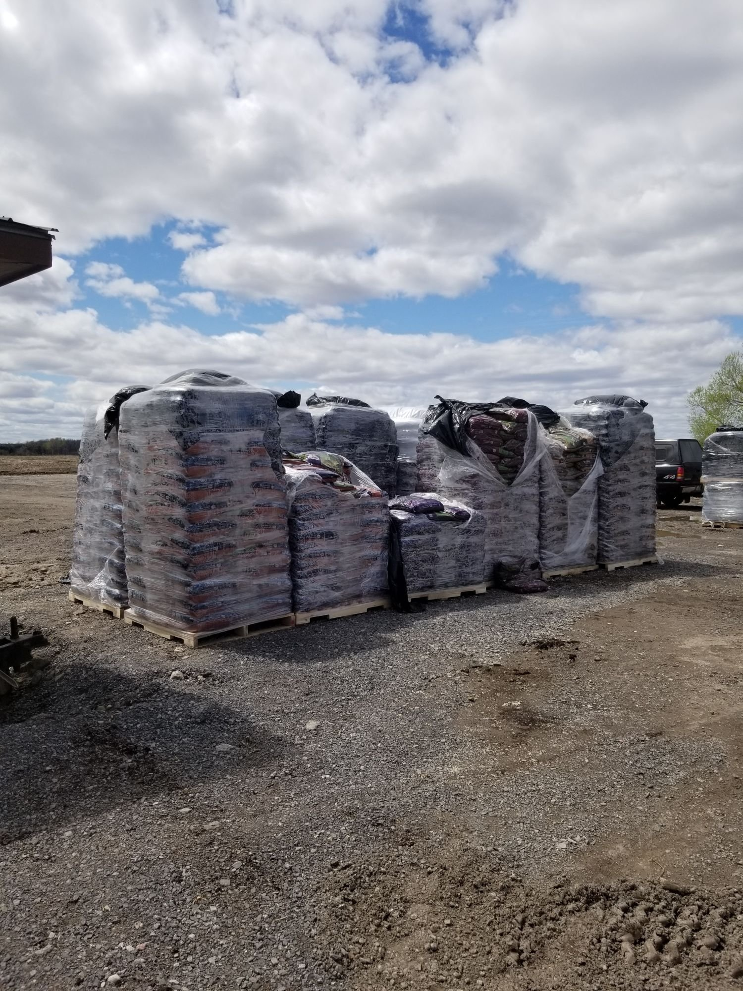 Bagged 3 In 1 Manure Compost Peat Mulch Topsoil And Dress