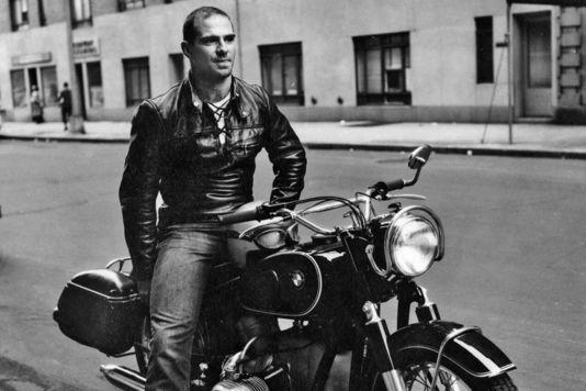 Oliver Sacks en 1961, dans le quartier de Greenwich Village, à New York.