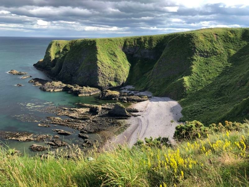 Another gorgeous picture of the coast near Dunnottar Castle
