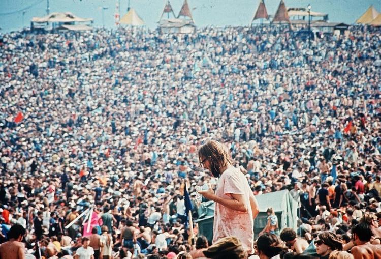 Contrataron a Jimi Hendrix, The Who, Janis Joplin, Joe Cocker y Santana entre los 32 artistas que tocaron en el festival (Warner Bros/Kobal/Shutterstock )
