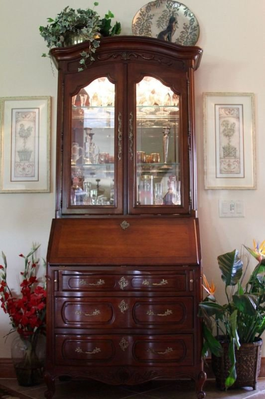 Traditional Mahogany Furnishings