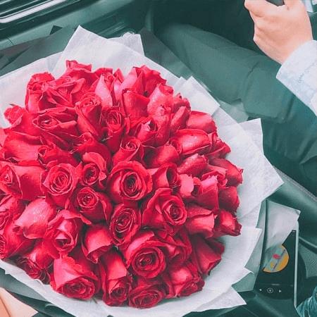 Hoa Hồng Đỏ luôn là loài hoa của tình yêu lứa đôi mãnh liệt