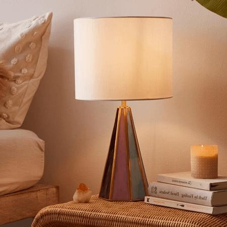 Ánh đèn ấm áp giúp cho đôi mắt dễ chịu vào mỗi tối